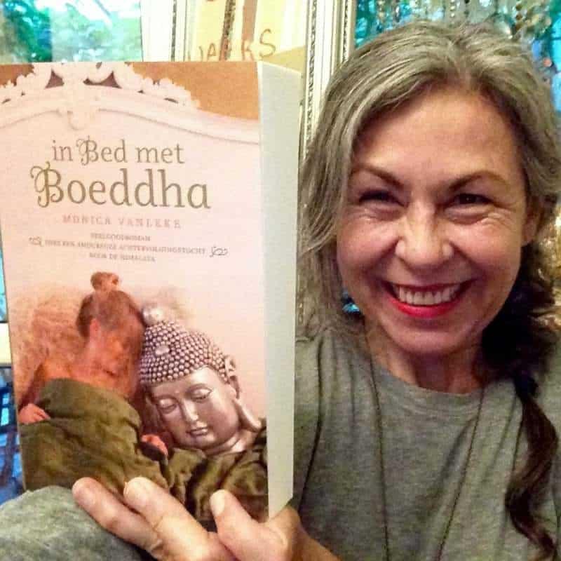 Monica-vanleke-in-bed-met-boeddha - Write your book