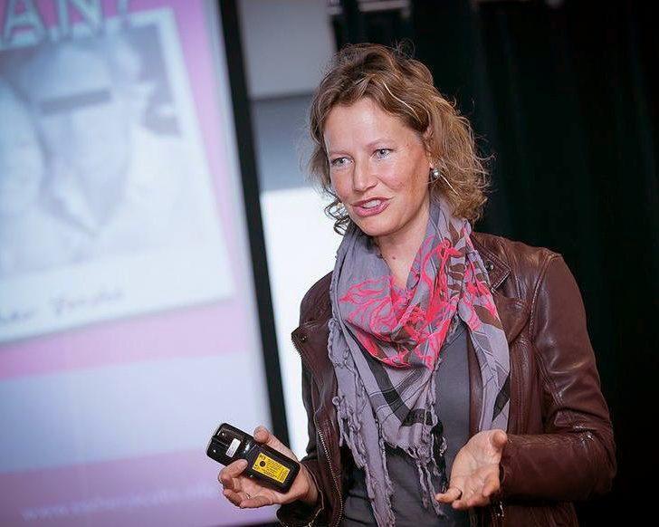 Esther Jacobs tijdens haar boekenpitch